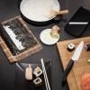 """Mit dem passenden Zubehör zur Zubereitung von Sushi kann man Feinschmeckern zu Weihnachten eine Freude machen. Das """"Sushi-Starter-Set"""" besteht aus einem Keramikmesser, einer Keramikreibe und einem Hobel, dessen Klinge ebenfalls aus Keramik ist. Foto: djd/Kyocera.de"""